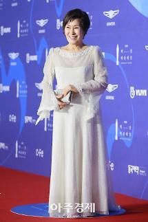 [포토] 눈이 부시게 김혜자, 백상예술대상 대상 영광