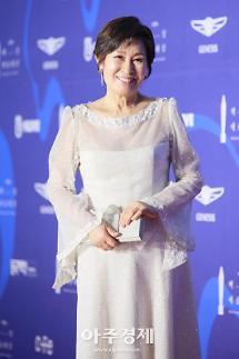 [2019 백상예술대상] 김혜자 정우성, TV·영화부문 대상 위로가 필요한 시대(종합)