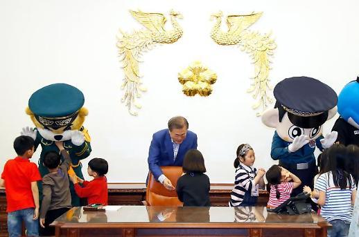 어린이날 靑 찾은 어린이들,...文대통령 대통령 되고 싶은 사람?