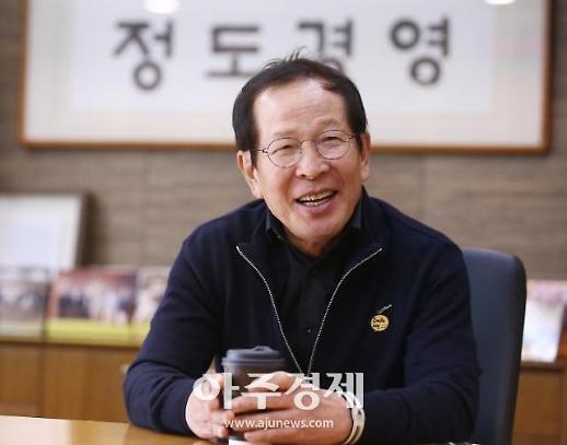 [WHO] 권원강 교촌 창업주, 박수칠 때 떠난 치킨王