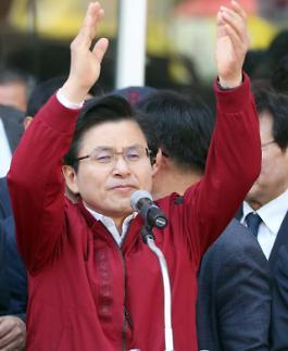 황교안, 이틀째 민생투쟁 오늘은 경남…YS생가도 방문