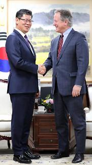 외교·통일장관, 北 비난 속 WFP 사무총장과 연쇄 면담…대북식량지원 논의