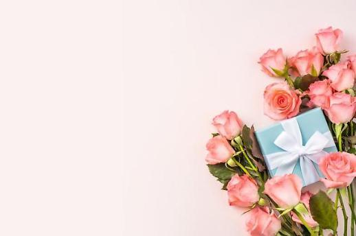 성년의날 선물 장미·향수·키스 어떤 의미 담고 있나?