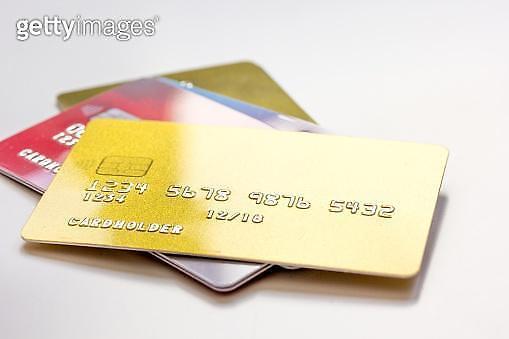 대부업 정보 공유에 신용카드 이용한도도 축소