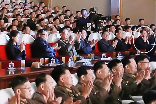 숙청설 김영철, 김정은 공연 관람에 동행…정치적 건재 과시