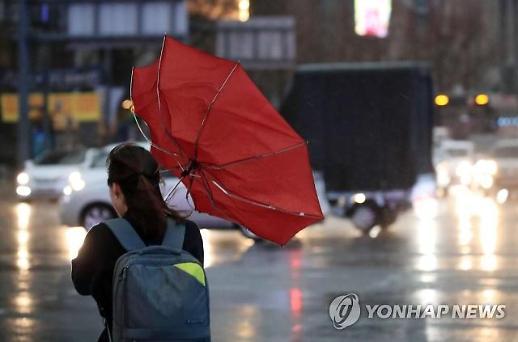 [날씨] 중부·영남 밤까지 비… 일부 지역 우박