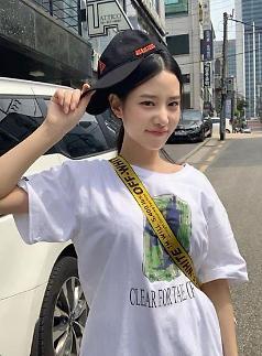 [슬라이드 #SNS★] 베리굿 조현, 코스프레 의상 선정성 논란…평소 모습은?