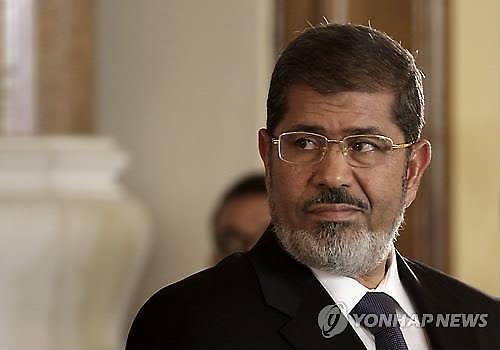 무르시 전 대통령 시신 카이로에 매장…긴장 휩싸인 이집트
