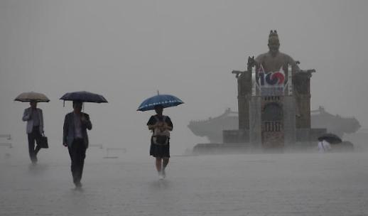 [내일날씨] 전국 곳곳 돌풍·소나기 예고…미세먼지는 보통