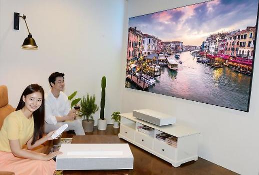 10㎝ 거리서 100형 대화면을…LG 시네빔 레이저 4K 프로젝터 출시