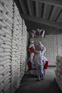 정부, 북한에 국내산 쌀 5만톤 보낸다…WFP 통해 부담덜고, 모니터링 강화