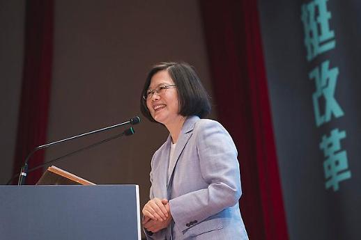 홍콩 시위로 승승장구하던 대만 총통, 때아닌 학력위조 논란?