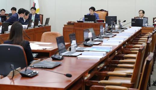 [6월26일 조간칼럼 핵심요약] 경향과 한겨레, 한국당 선별 상임위에 식습관 공격?