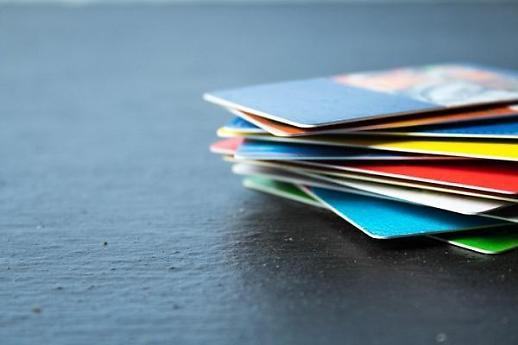 신용카드 수 1억장 넘었다…휴면카드 정리 규제에서 회복