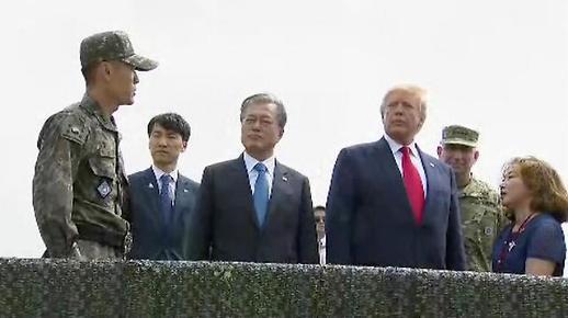 [속보] 트럼프 4분 뒤 김정은 만난다