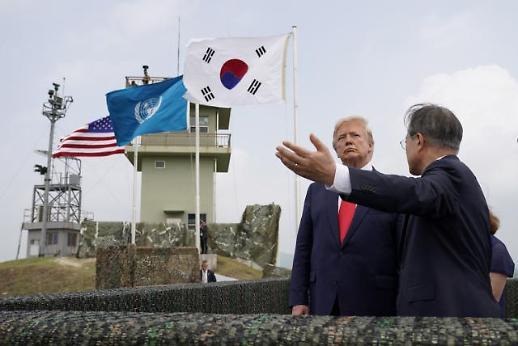 트럼프 4분뒤 김정은 만나게 될 것……곧 판문점서 남북미 3자 회동