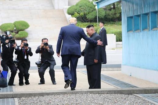 트럼프, 미국 대통령으로선 처음 북한땅 밟다
