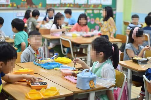 학교 비정규직 파업에 3547곳 급식 중단