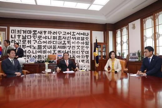 초당적 방일단·文-5당 대표 회동 제안…日 수출 규제에 바빠진 정치권