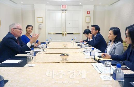 [포토] 유명희 통상교섭본부장, 美 반도체산업협회 회장 면담