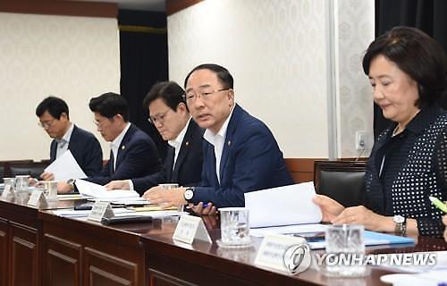 [일본2차경제보복] 홍남기, 100개 전략 핵심품목 R&D 매년 1조원 이상 추가 지원