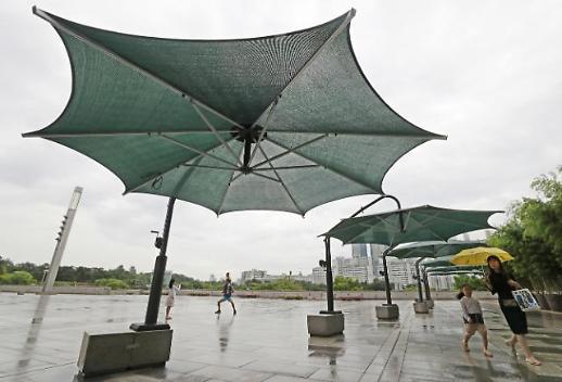 우산 챙기세요…폭염 속 중부·남부내륙 낮 한때 소나기