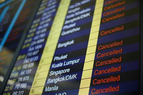 홍콩 시위에 홍콩 출발 항공편 전면 취소..항공대란 계속