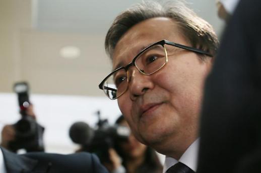 김학의, 수염 기르고 첫 재판 출석…뇌물·성접대 혐의 부인