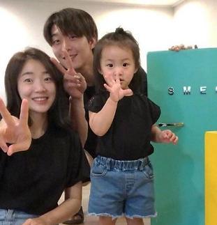 [슬라이드 #SNS★] 개그우먼 허민, 여전한 가족 럽스타그램♥ 정인욱·딸과 행복
