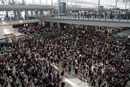 홍콩 시위대 갈등격화에 국제 우려 목소리 ↑