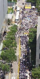 [포토] 1400차 수요시위 참석 시민들, 옛 일본대사관 앞 가득 채워 일본 사과하라