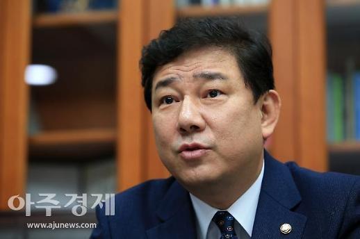 """김병기 경찰 출석…""""한국당도 조속히 나와 조사받아야"""""""