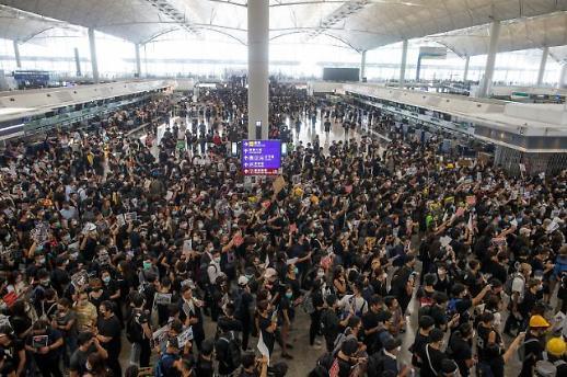 홍콩 시위 10주째 격화...아시아 항공허브 자리 넘보는 中 선전