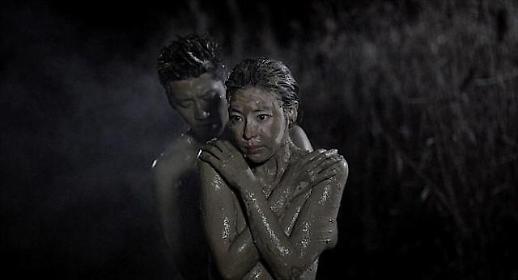 탤런트 김규리(김민선), 영화서 파격 노출? 윤계상과 진흙 뒤집어쓰고…