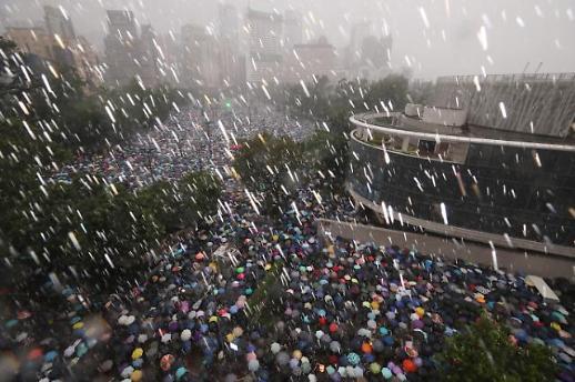 [포토] 폭우 속 대규모 홍콩 시위