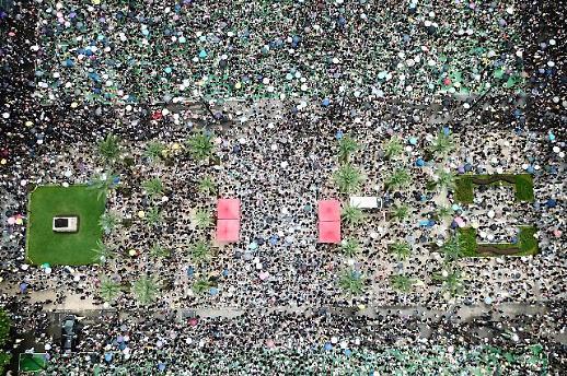 홍콩 주말 시위 4주 만에 평화적으로 끝나...중국 무력개입 없었다