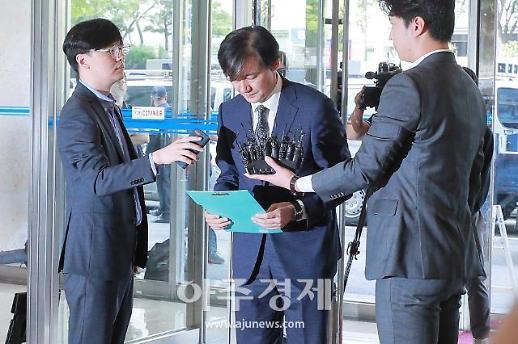 [포토] 고개숙인 조국 법무부 장관 후보자