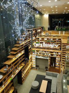 AIA생명 본사 로비, 도서관으로 탈바꿈…직원 소통·휴식 공간