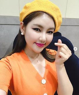 [슬라이드 #SNS★] 아내의 맛 송가인, 꿀피부 유지 비결은 무엇?