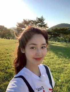 [슬라이드 #SNS★] 몬스터 성유리, 배경도 필터링되는 美친 외모