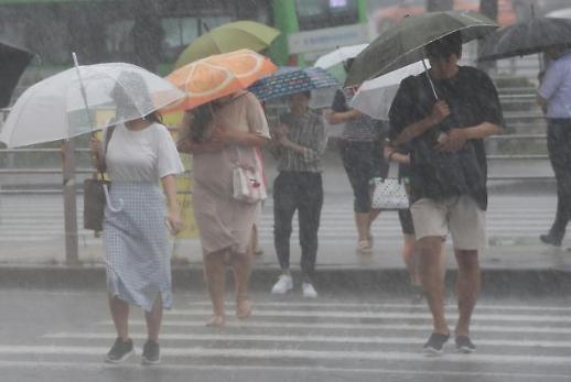 우산 챙기세요…전국 흐리고 곳곳 비