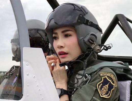 [포토] 전투기 모는 태국의 왕비