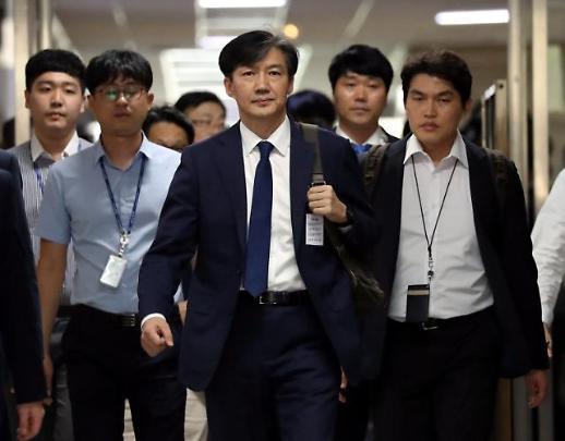 [영상] 무제한 기자회견(?) 입장하는 조국 후보자