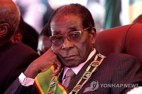 짐바브웨 건국의 아버지이자 독재자 무가베 사망..향년 95세