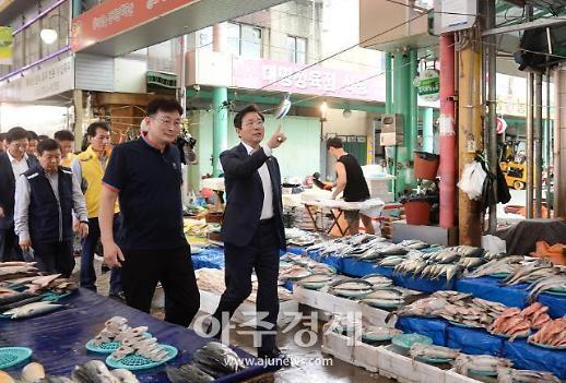[포토] 성윤모 산업부 장관, 추석 맞아 전통시장 방문