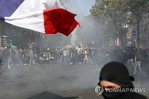 佛파리, 기후변화 평화행진에 무정부 시위대 난입으로 아수라장