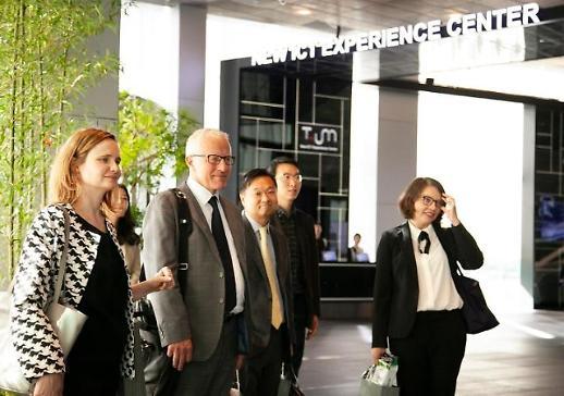 OECD 통신정책 리더 일행, SK텔레콤 방문… 5G 노하우 공유
