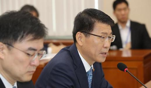 [2019 국감] 은성수 첫 국감 데뷔전…조국·DLF 지적 속 태도 논란