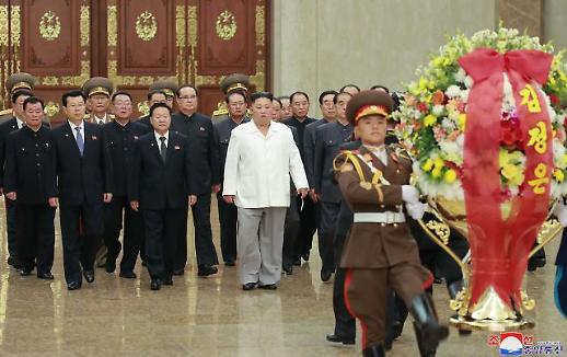 북한 김정은, 당 창건일에 김일성·김정일 안치된 금수산태양궁전 참배