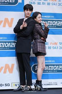 [포토] 김선호-문근영, 선남선녀 캐미 기대해주세요~ (유령을 잡아라 제작발표회)